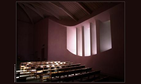 Lichtval in kerkje