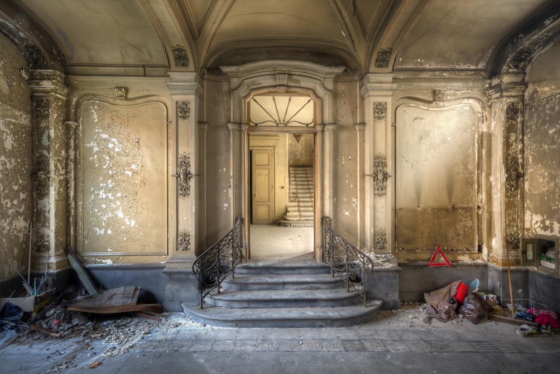 Chateau Venetia - Prachtig verlaten en vervallen pand met een deftige uitstraling. - foto door Juized op 29-10-2014 - deze foto bevat: oud, trap, kasteel, urban, hdr, urbex, statig, deftig, urban exploring