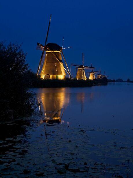 Kinderdijk at night 2