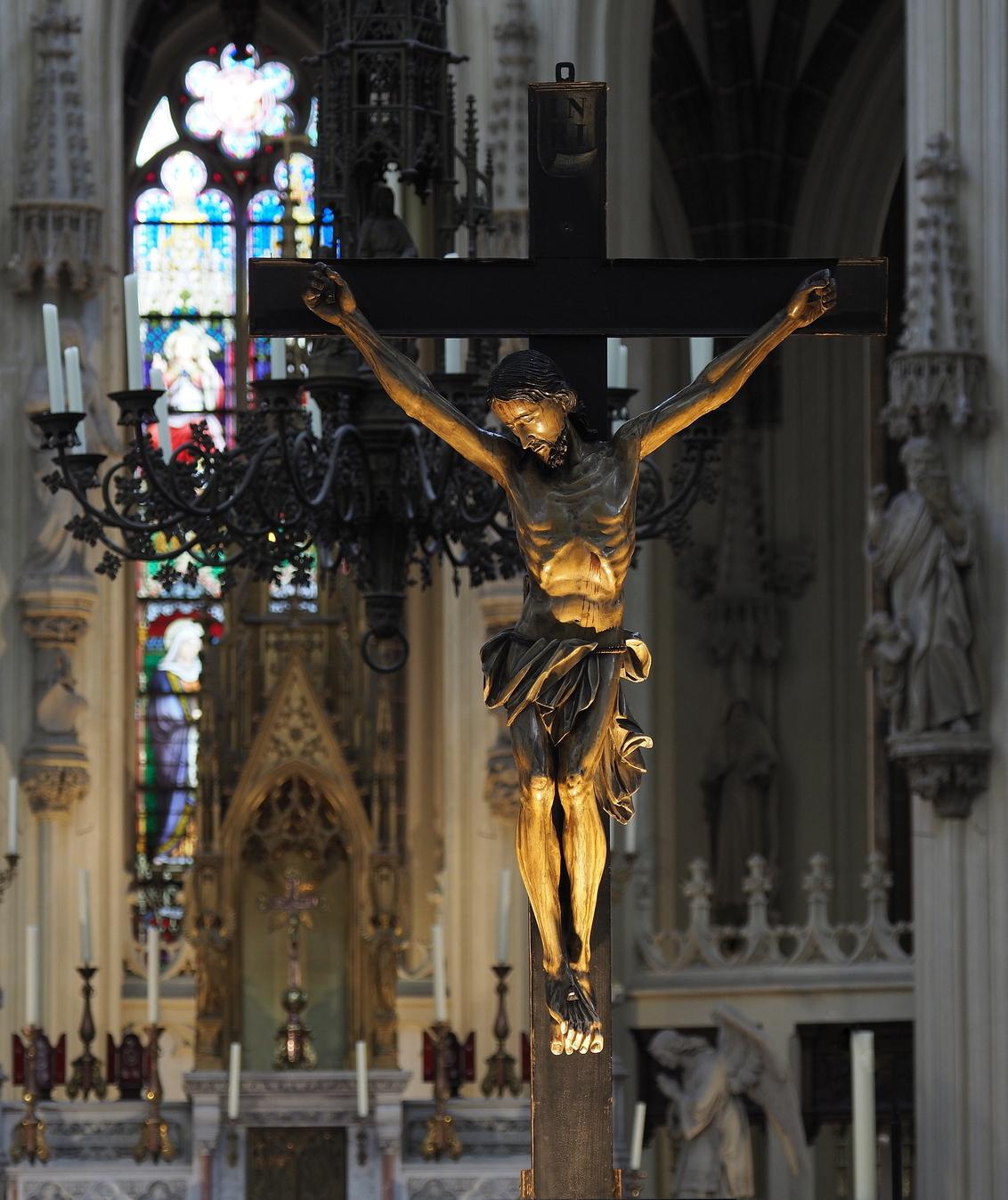Geen Raw - Hier een Situatie ,in moeilijk licht ... Je ziet ,de Jpeg,geeft  warmte  sfeer en scherpte...en uit het  handje ,je ziet  de sluitertijd..erg mooi d - foto door pietsnoeier op 17-08-2018 - deze foto bevat: licht, architectuur, kerk, jezus, kruis, jpeg, den bosch, Sint Jan