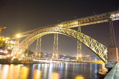 Pont Luis bij nacht - - - foto door johandekens op 12-06-2020 - deze foto bevat: lucht, uitzicht, vakantie, architectuur, reizen, porto, brug, straatfotografie, toerisme, reisfotografie, europa, pont luïs