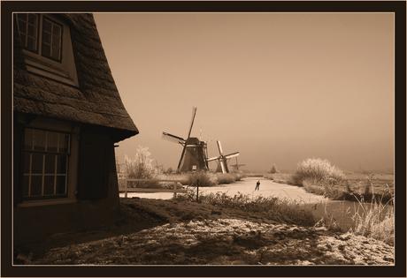 Eenzaam achter de molens...