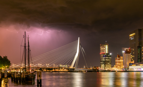Onweer boven Rotterdam