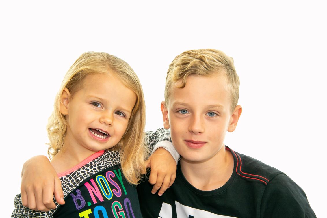 Laura en Lorenzo - - - foto door johandekens op 23-09-2020 - deze foto bevat: portret, model, kinderen, lief, fotoshoot
