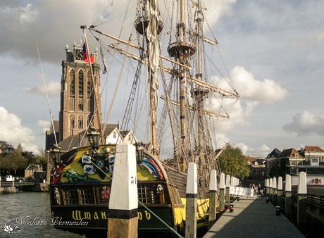 Dordrecht, oud schip in de haven