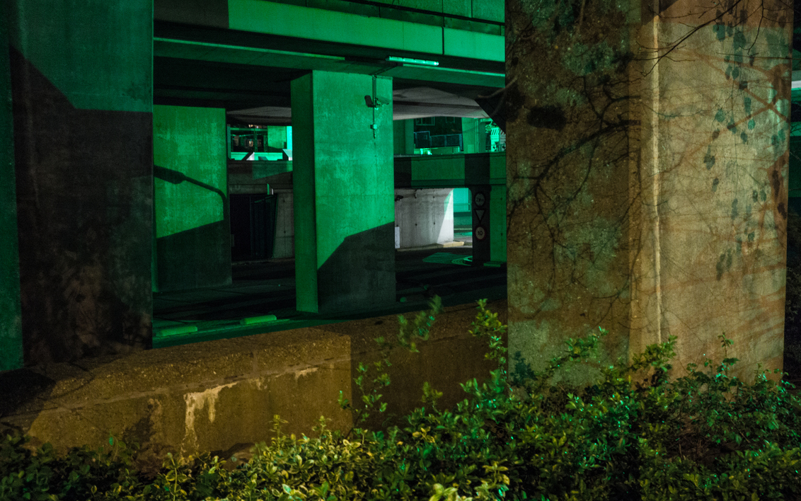 Arnhem - Groenlicht - Foto van en groot verlaten kantoren complex in Arnhem. Groen licht is afkomstig van beveiligings camera's. - foto door Krulkoos op 18-04-2017 - deze foto bevat: groen, abstract, architectuur, kantoor, stilleven, arnhem, verlaten, urbex, rustig, kantoren, groenlicht, rx100, maurice weststrate