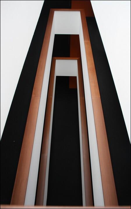 Port of Rotterdam - Openingen in galerijvloeren van  een apartementengebouw in het havengebied.Groet theo. - foto door theoluising op 29-06-2011 - deze foto bevat: rotterdam, architectuur, havengebied, luising