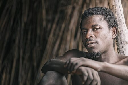 Mr. Kaulanda - Portret van een Malawiaanse man - foto door EdPeetersPhotography op 04-10-2020 - deze foto bevat: man, mensen, portret, schaduw, daglicht, straatfotografie, closeup, reisfotografie