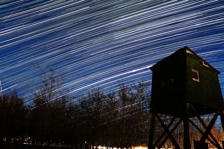 Sterrenspoor - Gemaakt van 450 foto's. In het blauwe uurtje begonnen met ƒ3,5. Sluitertijd van 13 sec en ISO 320. Later de ISO opgeschroefd naar 800 en de sluiter - foto door gefeddert op 05-02-2016 - deze foto bevat: blauw, avond, nacht, sterren, trail, sterrenspoor