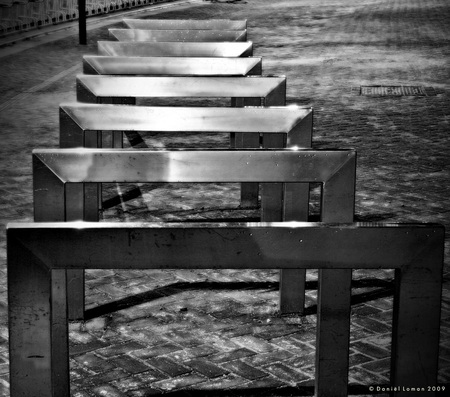 Stainless Steel - - - foto door Jyme op 13-12-2009 - deze foto bevat: wit, avond, zwart, nacht, fietsenrek, assen, stainless, steel