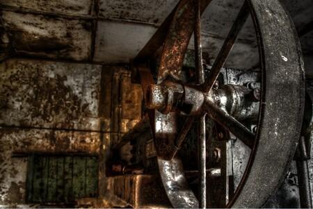 Wiel - Wiel van een oude machine - foto door EllenvanD op 02-06-2013 - deze foto bevat: oud, wiel, machine
