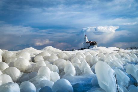 Het Paard omgeven door ijs.