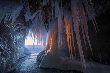 IJsgrot aan het Baikalmeer