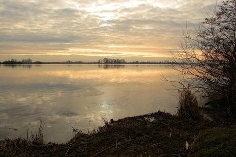 zonsondergang bij Smelle Ie, Friesland.