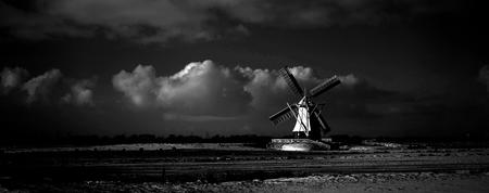 de witte molen - De molen werd in 1892 gebouwd door de molenmaker P. Medendorp uit Zuidlaren. De molen had als taak de polder Glimmen van 453 hectare droog te kunnen  - foto door fotowoja op 06-02-2015