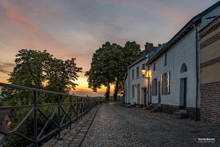 Straatje in Elsoo in de avond - Straatje in Elsoo in de avond - foto door MauriceMeerten op 26-11-2020 - deze foto bevat: straat, avond, stad, dorp, straatfotografie, stadsgezichten, avondfotografie, dorpsgezichten