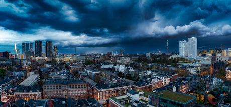 Shelf cloud boven Rotterdam