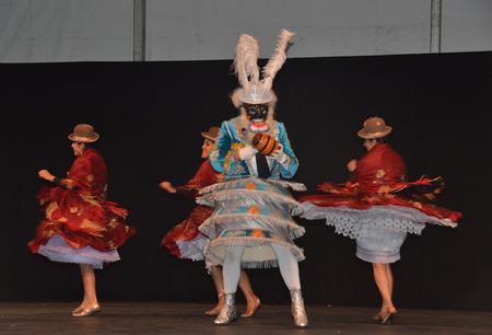 Hello Schoten 2015 Bolivië - Tijdens het werelddansfestival in Schoten: een carnavaldans uit Bolivië. - foto door MyriamVE op 23-07-2015 - deze foto bevat: carnaval, schoten, bolivie, werelddansfestival, hello! schoten