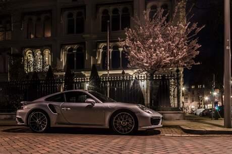 Porsche in de nacht