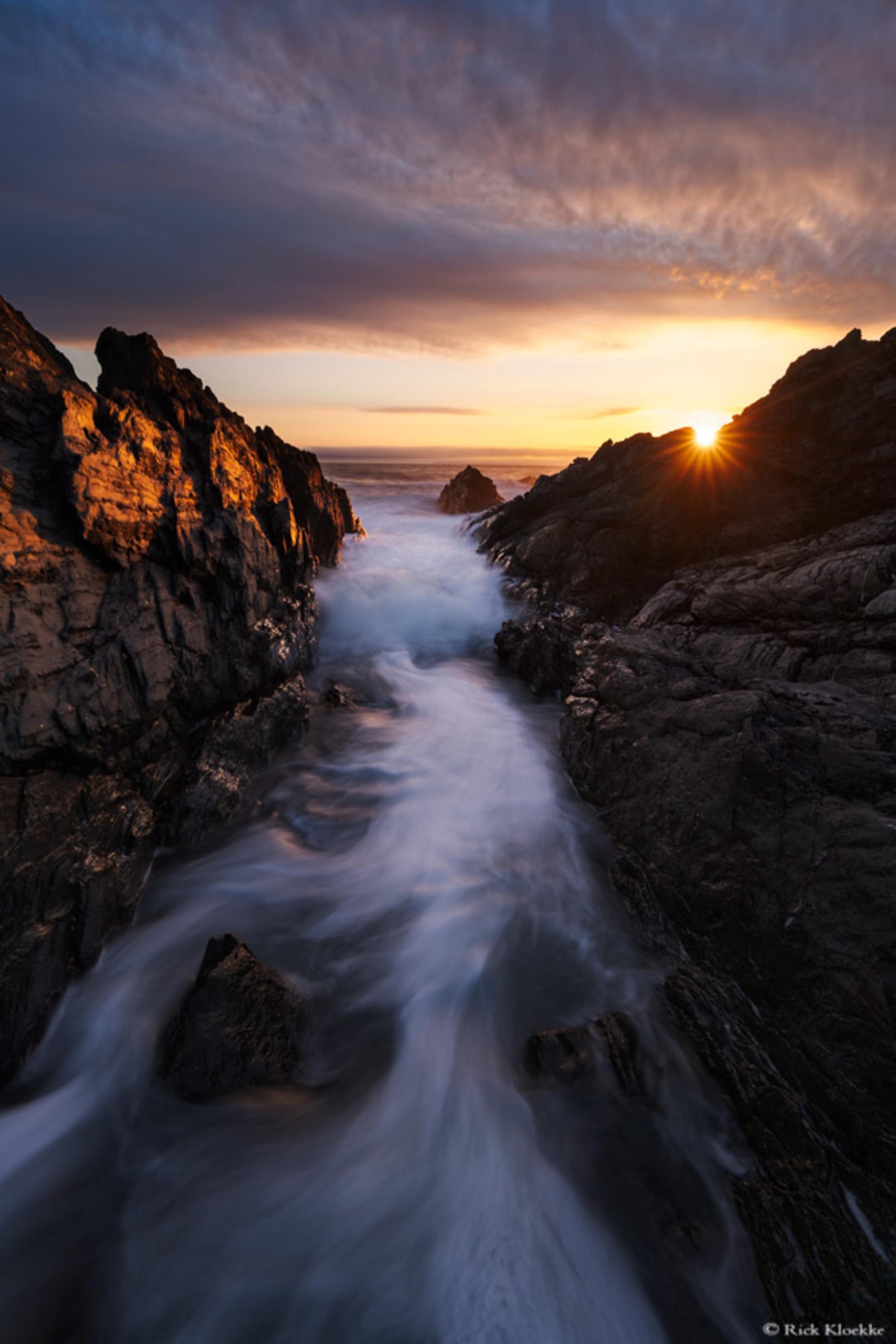 Croyde seascape - Een prachtige scene bij Croyde in Engeland!  Dit is 1 van de foto's die het heeft gehaald in mijn blog met 9 favoriete landschapsfoto's van 2018!  - foto door RickKloekke op 18-01-2019 - deze foto bevat: wolken, zee, water, sunset, zonsondergang, beweging, zeelandschap, structuren, lines, seascape, iljnen