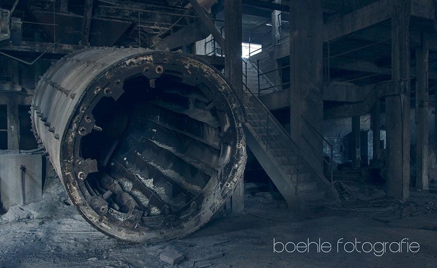 zemint meule - zemint meule .... EOS 700d-1 / 7188 jan 2017 - 234, met beide B's by - Rob Boehle location- cimentiere des gattes, La France - foto door boehle op 25-01-2017 - deze foto bevat: urban, urbex, urban exploring
