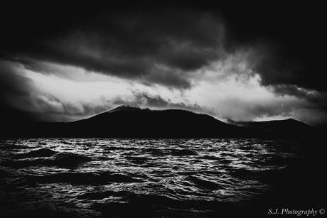 Zilveren golven & Zwarte bergen