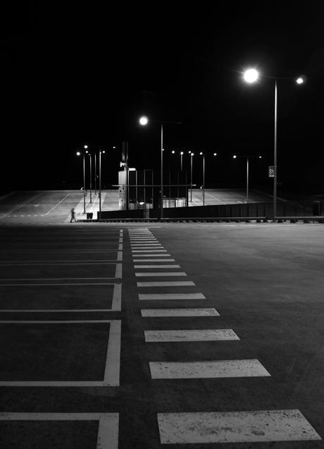 de leegte van een parkeerdek