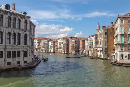 Venetië - Het dagelijkse (straat)beeld van venetie.. - foto door marcelvdbor op 09-09-2014 - deze foto bevat: water, boot, vakantie, architectuur, zomer, stad, venetie, italie, hdr, reisfotografie