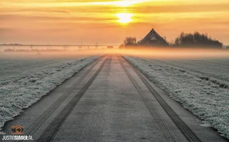 Zonsopkomst boven de Waddendijk op Texel.
