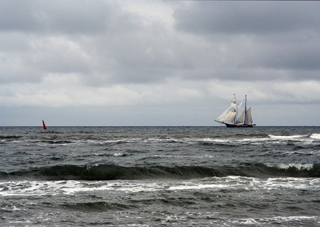 Op volle zee
