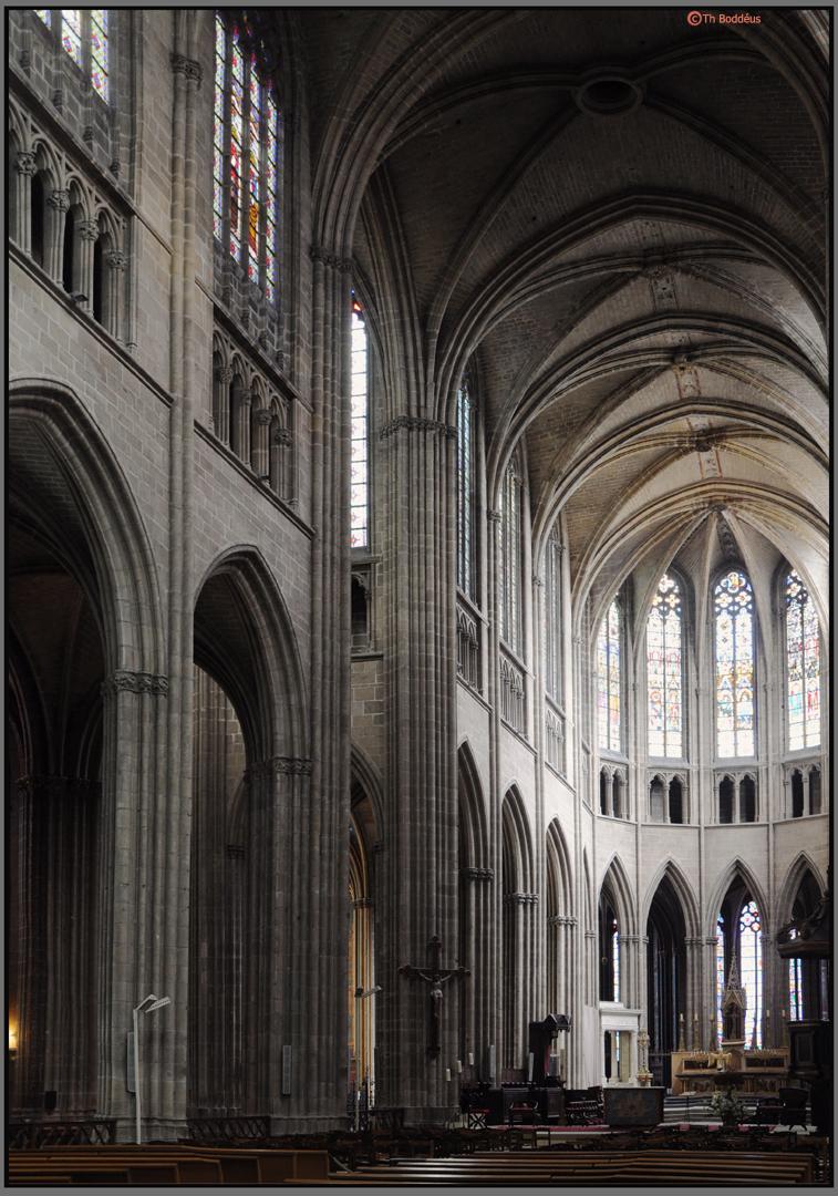 kerkinterieur gotisch - kathedraal Limoges - foto door boddeus E-L op 03-06-2012 - deze foto bevat: kerk, gotiek