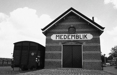 Station Medemblik - In Photoshop bewerkt tot ZW en grove korrel toegevoegd voor het authentieke ZW gevoel... - foto door edslingerland op 21-07-2009 - deze foto bevat: station, trein, medemblik