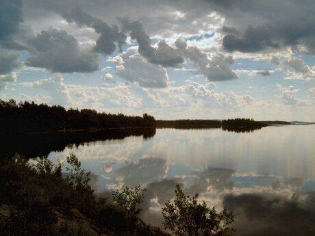 Cloudy mirror