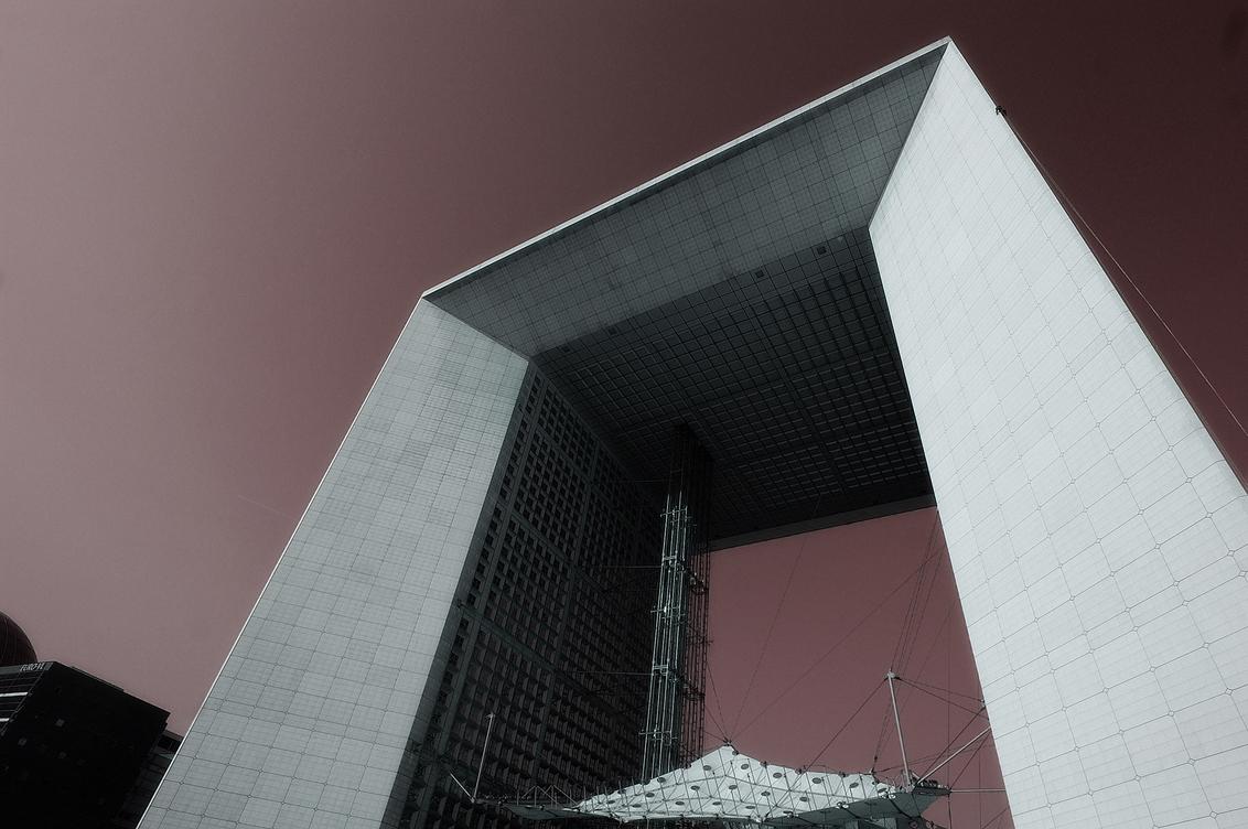 Arche - Hallo,  Deze foto van de Grand' Arche bij La Defense in Parijs, is bij de concurrentie ;-) geplaatst in het net verschenen 3e nummer van CHIP Foto- - foto door mdl50 op 06-05-2009 - deze foto bevat: parijs, paris, defense, arche