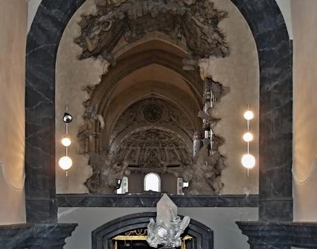 """De dom van Trier gezien vanuit de """"Heilig-Rock-Kapelle""""."""