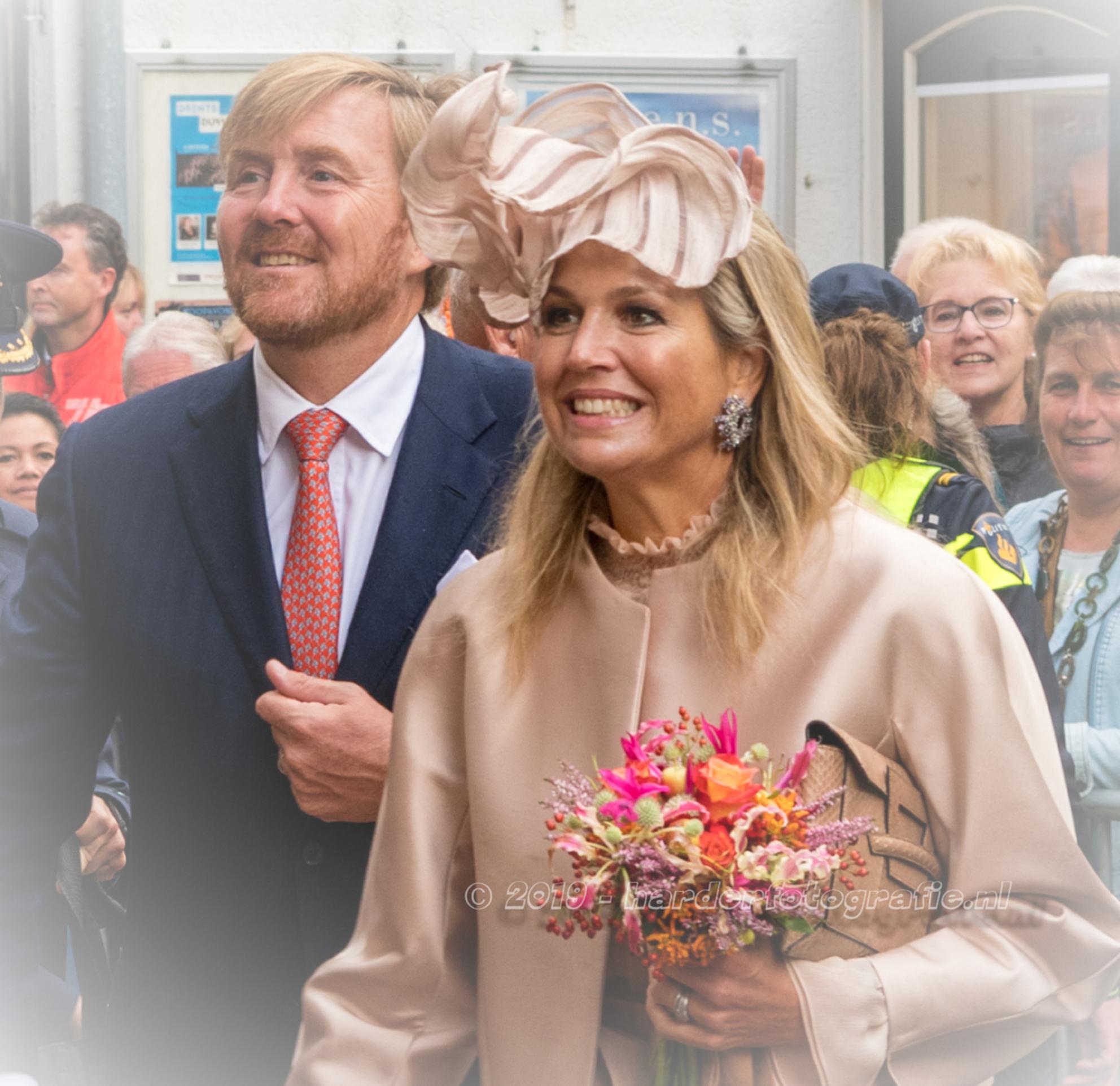 koninklijk paar in meppel - Koning Willem-Alexander en Koningin Máxima brachten afgelopen woensdag 18 sept een bezoek aan Zuid West Drenthe. Hierbij vereerden zij ook Meppel met - foto door deharder op 21-09-2019 - deze foto bevat: portret, stad, maxima, meppel, Willem Alexander, deharder, streekbezoek