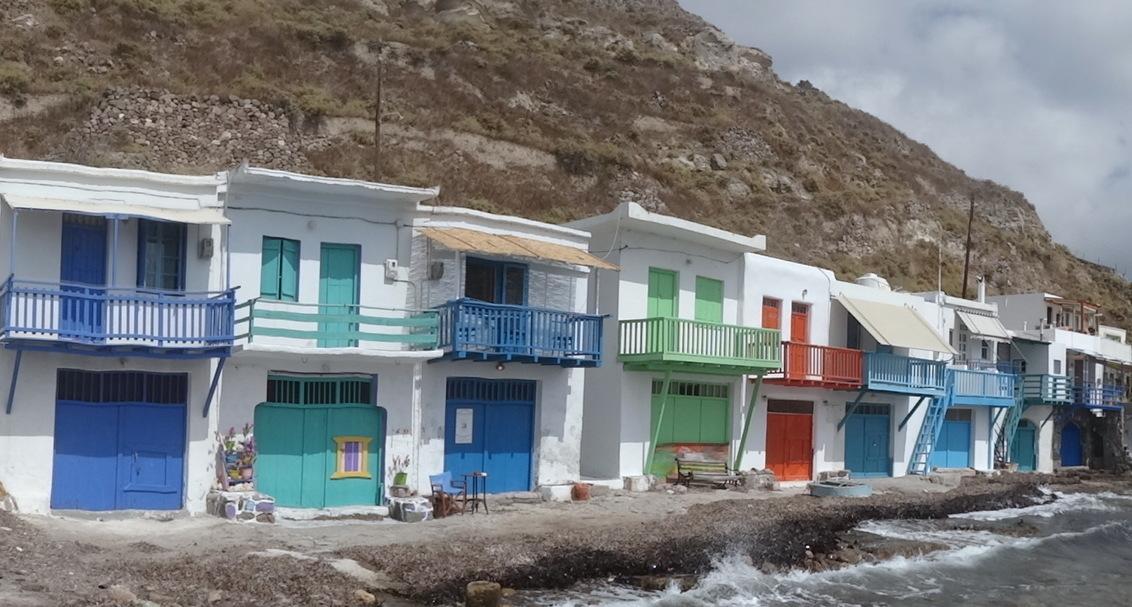 DSC02444 - Op Milos, een van de Cycladen eilanden werden wij blij verrast door deze kleurige vissershuisje - foto door metamorfosi op 30-08-2017 - deze foto bevat: kleur, vakantie, reizen, reisfotografie, europa