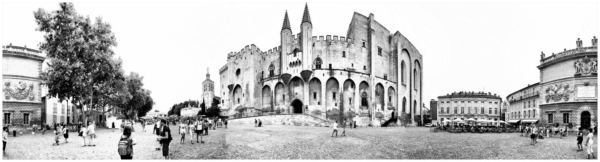 Pl. du Palais - Een 360 graden panorama van het Place du Palais in Arles - foto door RonZuidgeest op 12-08-2014 - deze foto bevat: panorama, frankrijk, architectuur, zwartwit, provence, avignon, 360 - Deze foto mag gebruikt worden in een Zoom.nl publicatie