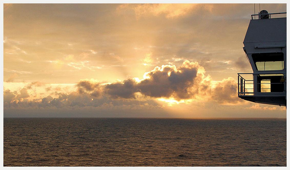 Sunset - Sunset vanaf de Ferry naar UK - foto door rondevries_zoom op 22-09-2011 - deze foto bevat: sunset