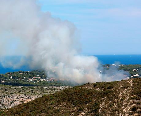 Brand in natuur park Granadella, Javea
