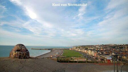 Normandië - Al wandelend het hoogste punt opgezocht om deze foto te kunnen maken  Ben - foto door Conjo op 06-09-2019 - deze foto bevat: kustlijn