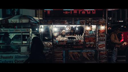 Take Your Pick - [view full screen in a dark setting] - foto door CHRIZ op 21-12-2018 - deze foto bevat: man, mensen, straat, licht, avond, nyc, nacht, film, manhattan, straatfotografie, 35mm, New York, cinematic, cinematic street