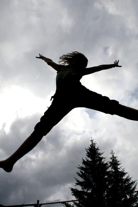 Jump! - Er was op de camping in Oostenrijk eent rampoline, waar kinderen de grootste lol beleefden. Daarom vond ik het tijd daar een foto van te maken. - foto door chanta-94 op 07-09-2011 - deze foto bevat: jump, oostenrijk, camping