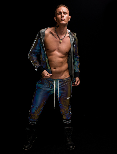 Mr. Regillio - - - foto door jandeuzeman op 29-11-2020 - deze foto bevat: man, kleur, licht, model, fashion, pose, studio, belichting, expressie, fotoshoot, kleding, fashionfotografie