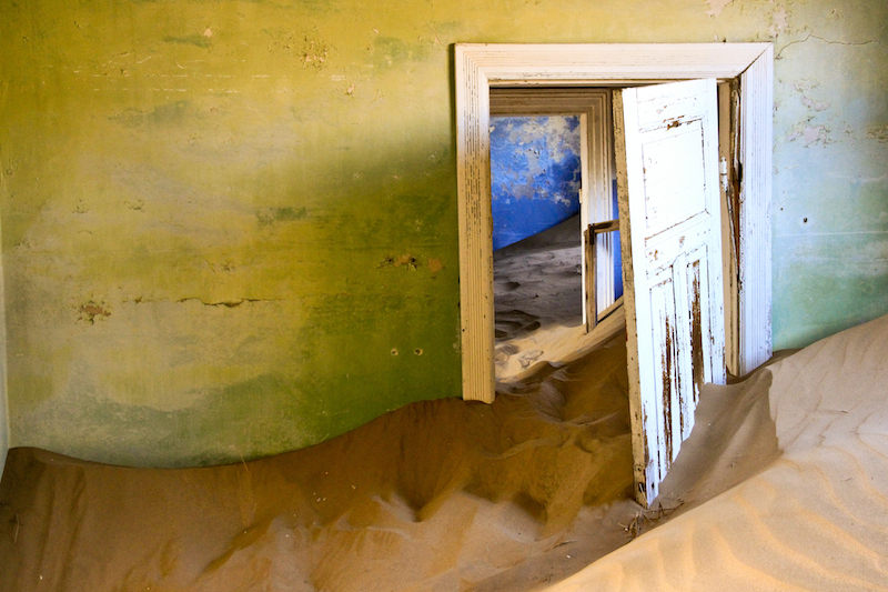 Ghost mining town - Haunted by wind and shrouded in shifting sand. - foto door jonathan86 op 22-01-2012 - deze foto bevat: kleur, house, zand, compositie, huis, color, verlaten, urbex, sand, composition, Ghost town