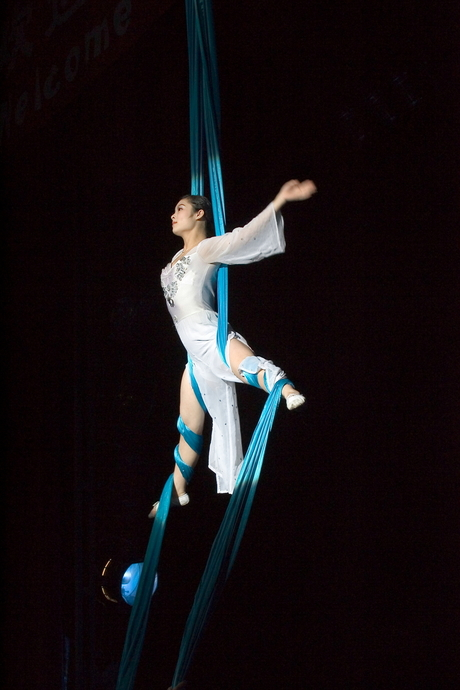 Chinese acrobaten - 2