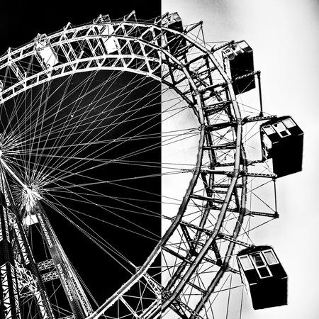 Reuzenrad - - - foto door fotohela op 17-08-2020 - deze foto bevat: licht, fantasie, landschap, kunst, collage, bewerking, zwartwit, contrast, photoshop, reuzenrad, creatief, wenen, manipulatie, prater, bewerkingsuitdaging