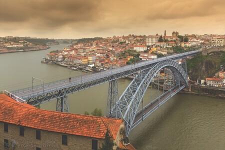 Porto Ponte Luiz I stadsgezicht - [url]https://dvdwphotography.com/2019/06/04/porto-a-small-selection/[/url] -- [url]https://www.facebook.com/DVDWphotography/[/url] -- [url]https: - foto door dennisvdwater op 11-06-2019 - deze foto bevat: lucht, uitzicht, vakantie, architectuur, reizen, landschap, stad, porto, brug, portugal, cultuur, straatfotografie, toerisme, reisfotografie, europa