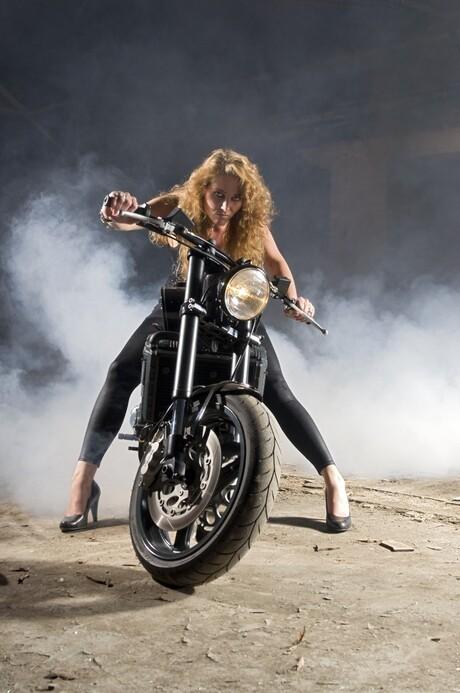 Shelley op Nozem Motorbike