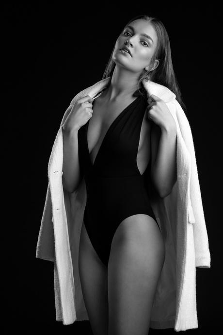 Tess fashionable in Black & White - 3
